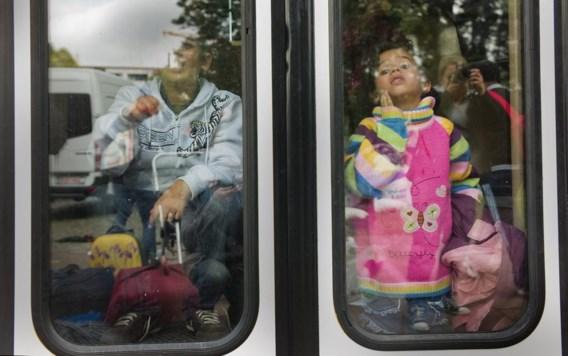 Het aantal gedwongen uitwijzingen van uitgeproduceerde asielzoekers dreigt in de tweede jaarhelft te dalen.