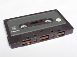 De Philips EL1903 was in 1963 de allereerste cassette.
