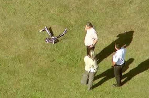Tiener scalpeert zichzelf met telegeleide helikopter