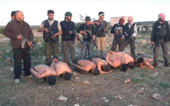 Het zoveelste gruwelfilmpje dat toont dat niet alle Syrische rebellen engeltjes zijn.