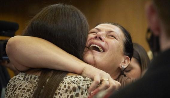 Vreugde bij nabestaanden na de uitspraak.