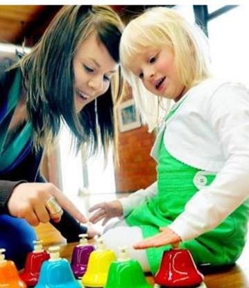 Er wordt onder meer gezocht naar middelen om kinderen tegelijkertijd te laten leren en bewegen.