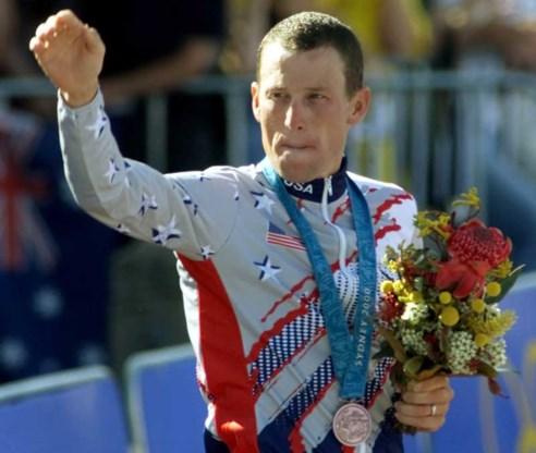 Lance Armstrong geeft (eindelijk) medaille terug