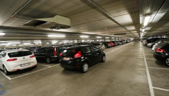 Veel werknemers betalen hun parkeerkosten niet zelf, hun werkgever doet dat. Ze hebben een grote impact op de parkeerdruk, maar worden nauwelijks beïnvloed door het beleid.