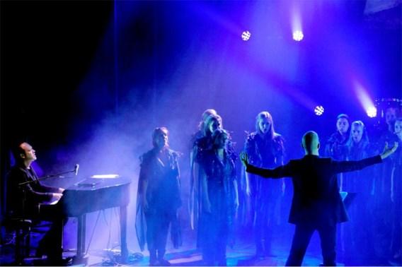Scala's muziek is een brug tussen het duistere hart van Steven Kolacny en dat van het koor.