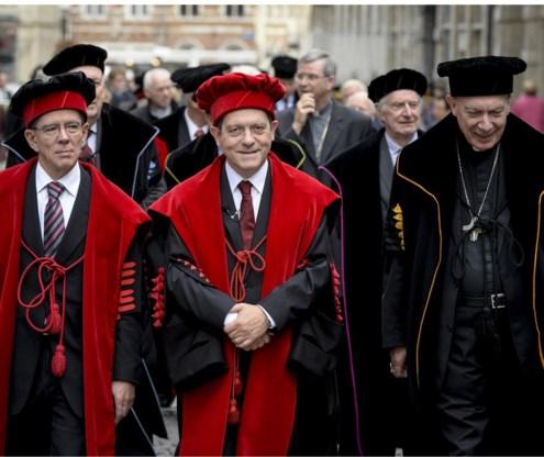 Rector Rik Torfs (midden, met rechts aartsbisschop Léonard) had vooral een boodschap voor de eigen universitaire gemeenschap en minder voor de buitenwereld.