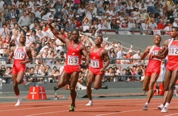 Ben Johnson won de 100m-finale in Seoel in 9.79, een wereldrecord. Drie dagen later moest hij zijn gouden medaille inleveren. Carl Lewis (r.) kreeg de olympische titel.