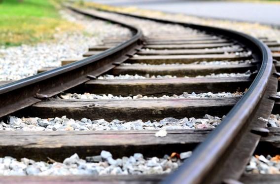 Vrijend koppel aangereden door trein