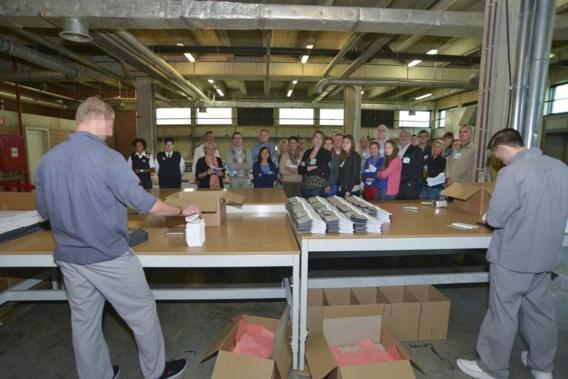 De bezoekers zagen onder meer de gedetineerden aan het werk in de werkhuizen.