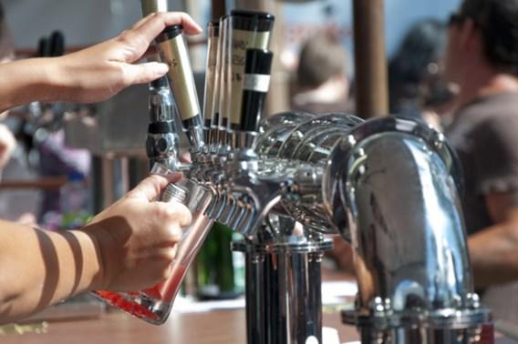 Amsterdamse cafés kunnen vergunning verliezen door dronken gasten