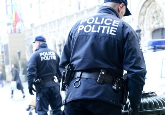 Drie agenten lieten zich omkopen door stadsbende Black Wolves