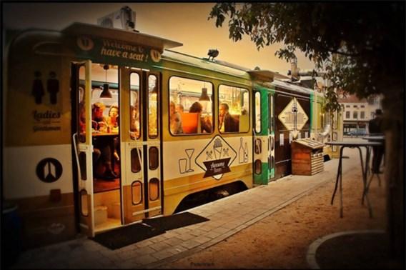 Oude Brusselse tram omgebouwd tot hippe frituur
