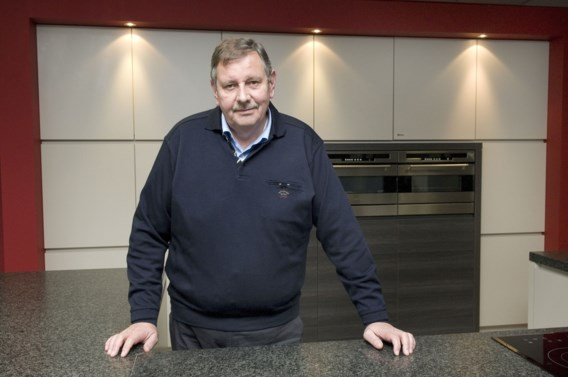 Donald Muylle ontketent keukenoorlog met 'donker lijntje laminaat'