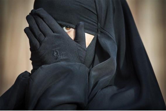 Fatima: 'Geen enkele school wil mij inschrijven. En ik weiger mijn kleding aan te passen.'