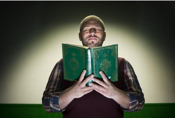 Imam Sulayman Van Ael: 'Jongeren zouden zich wat minder met uiterlijkheden en meer met spirituele verdieping moeten bezighouden.'