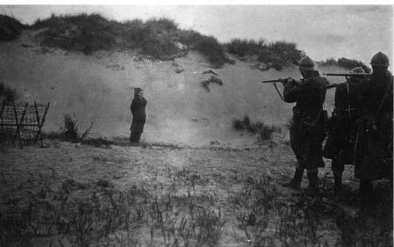Aloïs Wulput voor het vuurpeloton op 3 juni 1918, de laatste executie van een Belgische soldaat tijdens de Eerste Wereldoorlog.