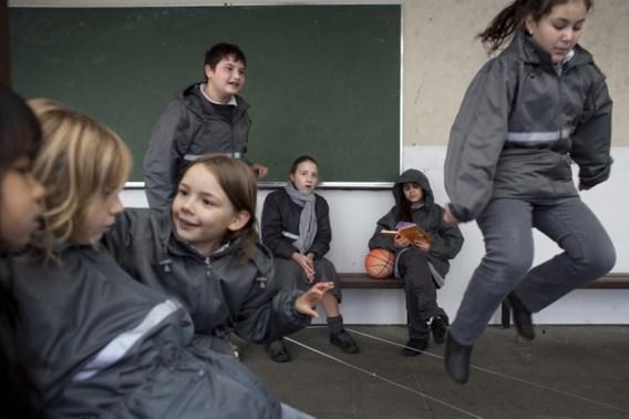 Jongeren spreken minder Standaardnederlands, maar ze voelen zich wel zekerder in hun taalgebruik en ze zijn mondiger geworden.