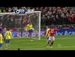 Manchester United verslaat Arsenal en mengt zich opnieuw in het titeldebat.