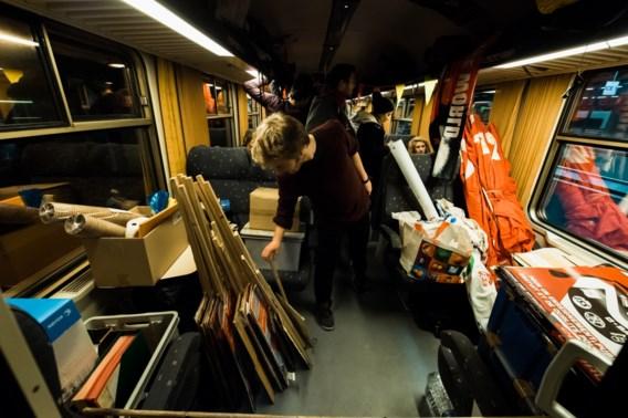 IN BEELD. Honderden Belgische activisten treinen naar Polen voor klimaattop