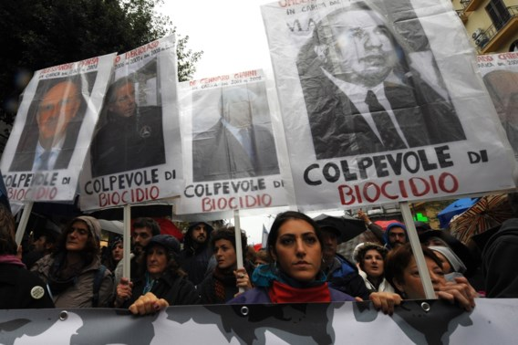 Tienduizenden protesteren in Napels tegen illegale storten