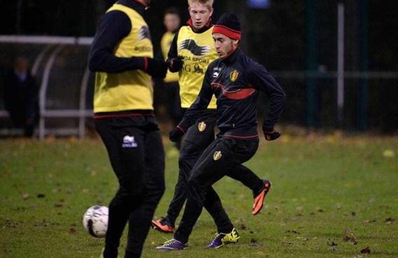 Hazard: 'De Bruyne kan beter vertrekken bij Chelsea'