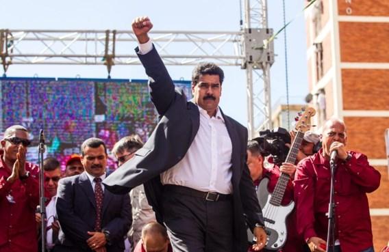 President Maduro vuurt zijn aanhangers aan tijdens een meeting in Caracas.