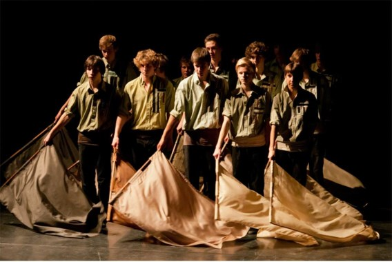 Choreografe Christel Salaets: 'Een vlag geeft de jongens houvast op een podium.'