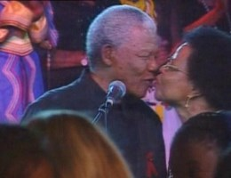 U2 eert Mandela