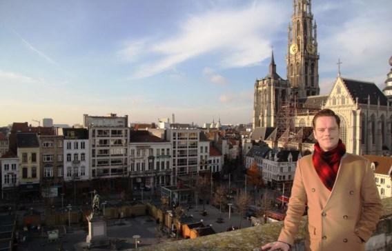 Tanguy Ottomer overschouwt de Groenplaats vanop het dak van het Hilton-hotel.