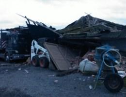 Kerststorm vernielt bomen en daken