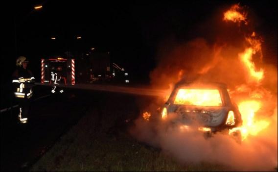 Minstens vijf arrestaties voor in brand gestoken voertuigen