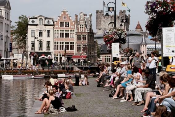 'Gekken op de weg, wilde dieren en terroristische aanslagen: reizen naar België is levensgevaarlijk'