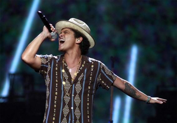 Bruno Mars en Red Hot Chili Peppers treden op tijdens Super Bowl