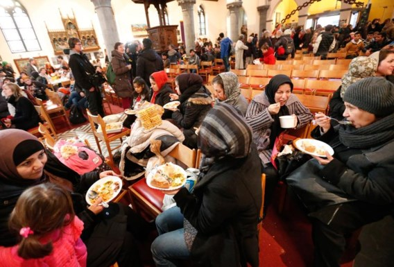 Afghaanse asielzoekers komen aan in Gent