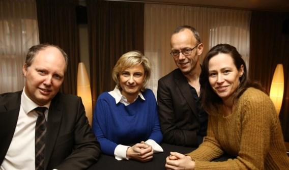 Dirk Busschaert, directeur Oost-Vlaanderen van De Lijn, Hilde Crevits, Filip Watteeuw en Freya Van den Bossche stelden het nachtnet voor.