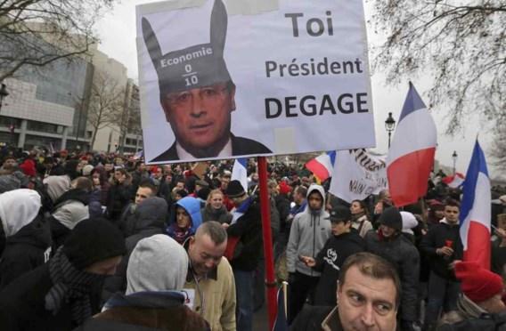 Duizenden Fransen protesteren tegen beleid president Hollande in Parijs