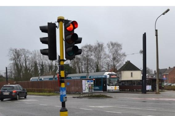 Vlaamse gewestwegen krijgen nog dit jaar LED-verkeerslichten
