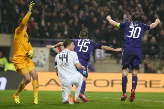 Anderlecht wint topper na goals uit buitenspel