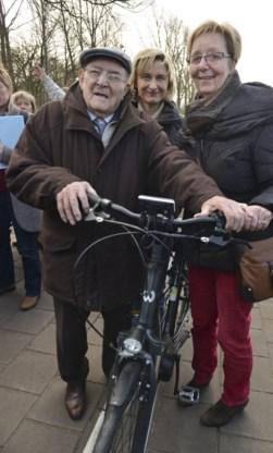 De 101-jarige Gerard Vandenbroucke rijdt nog elk dag met de fiets.