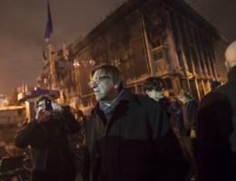 Verhofstadt spreekt menigte toe op Onafhankelijkheidsplein