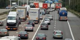 Stilstaande auto's zorgen voor 28 miljard euro weggegooid geld