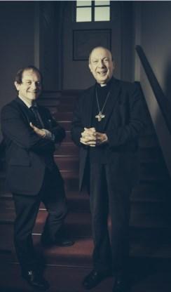 Rik Torfs (met aartsbisschop Léonard): 'Niet alleen naar Rome als er problemen zijn.'