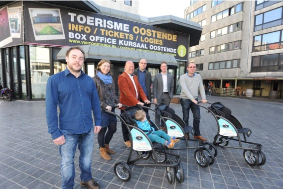 Frank Verheijden (links) heeft zelf twee kinderen. Het gezeul met kinderwagens inspireerde hem voor zijn project.