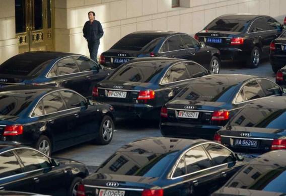 Een vloot Audi's staat geparkeerd voor het gebouw in Peking waar de communistische partij haar congres houdt.