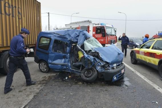 Oostendenaar overleden na aanrijding met vrachtwagen