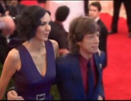 Vriendin Mick Jagger stapt uit leven