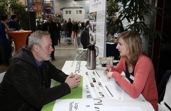 Anton van Donkelaer informeert bij Els Rijckaert (Logitechnic) of ze een project heeft voor een klimaattechnicus.