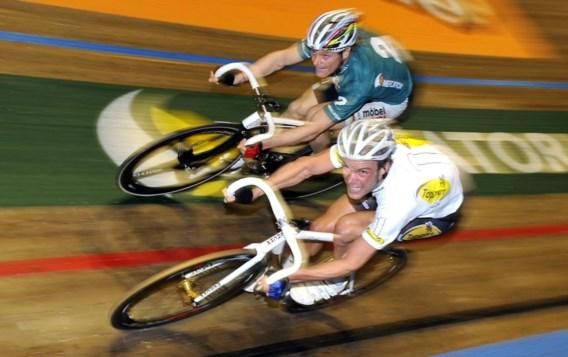 Iljo Keisse (onder) in duel met Bruno Risi tijdens de Zesdaagse van Gent 2008. Dat de Belgische rechters de kant van Keisse kozen, is een rechtstreeks gevolg van de vrijspraak van de renner door de Belgische wielerbond. Die heeft de UCI al klauwen vol geld gekost.