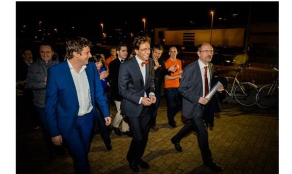 John Crombez, Elio Di Rupo en Johan Vande Lanotte op weg naar de verkiezingsrally. 'De socialisten hebben het verschil gemaakt in de regering.'