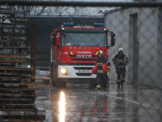 De brandweer had uren werk om de silo leeg te maken.